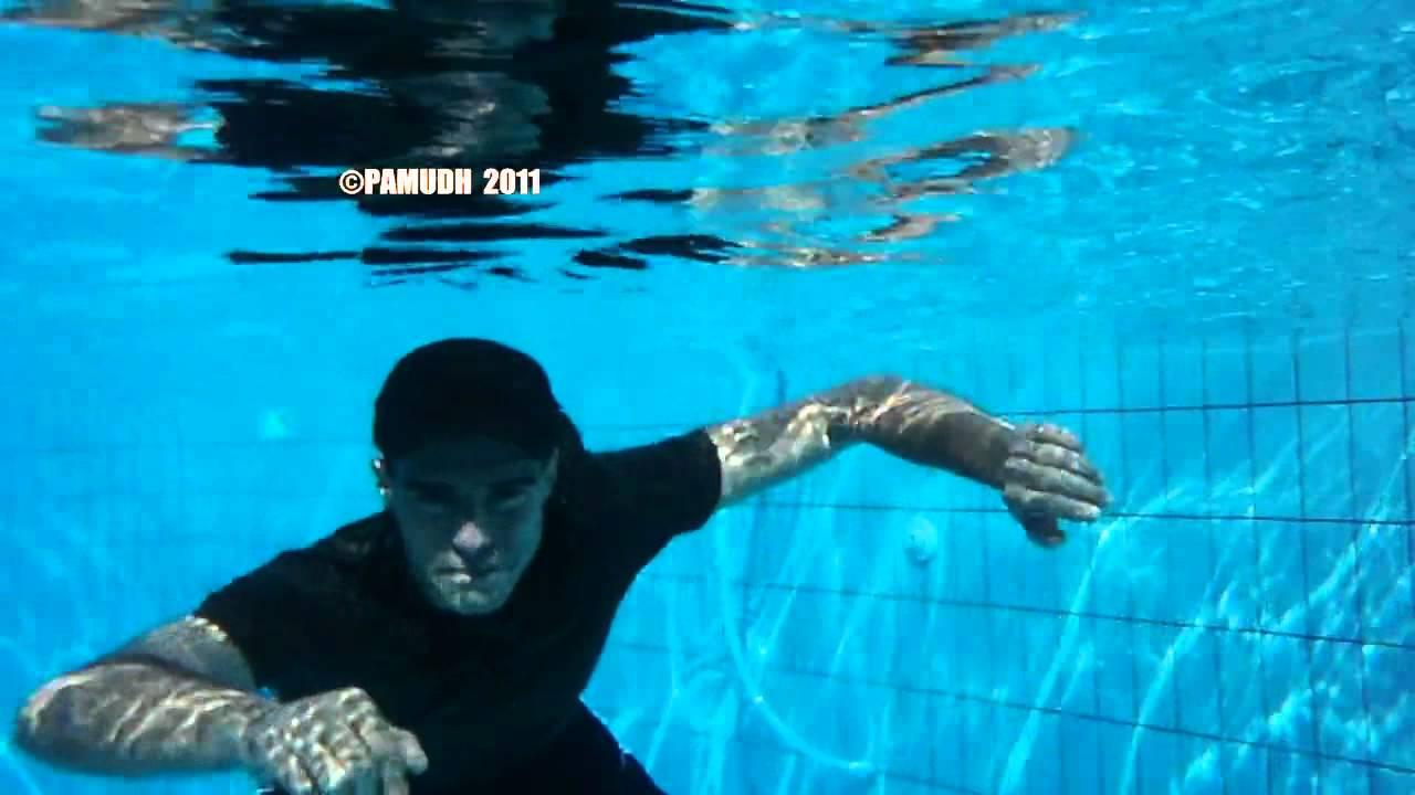 Swimming in pool (2011.3)