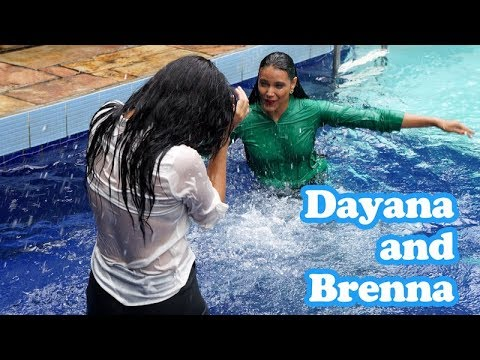 Dayane and Brenna soaked in the pool