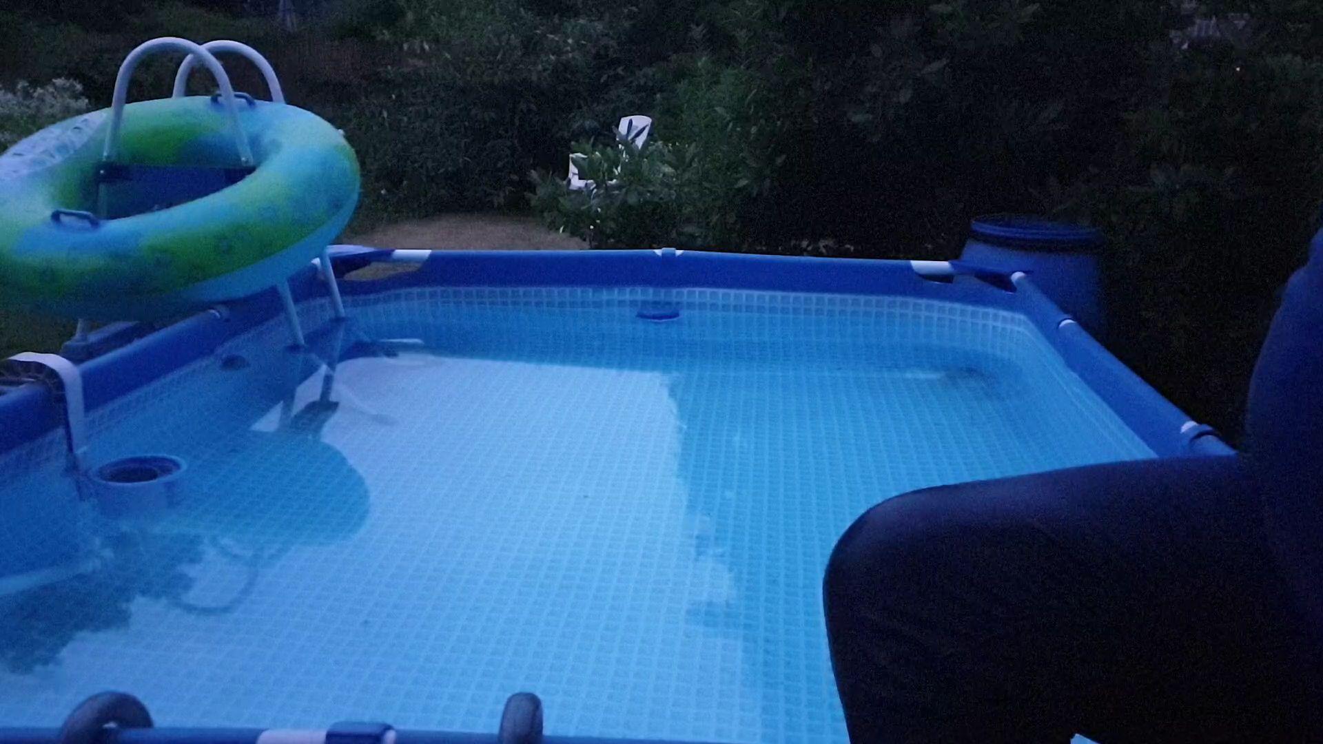 Mal im pool